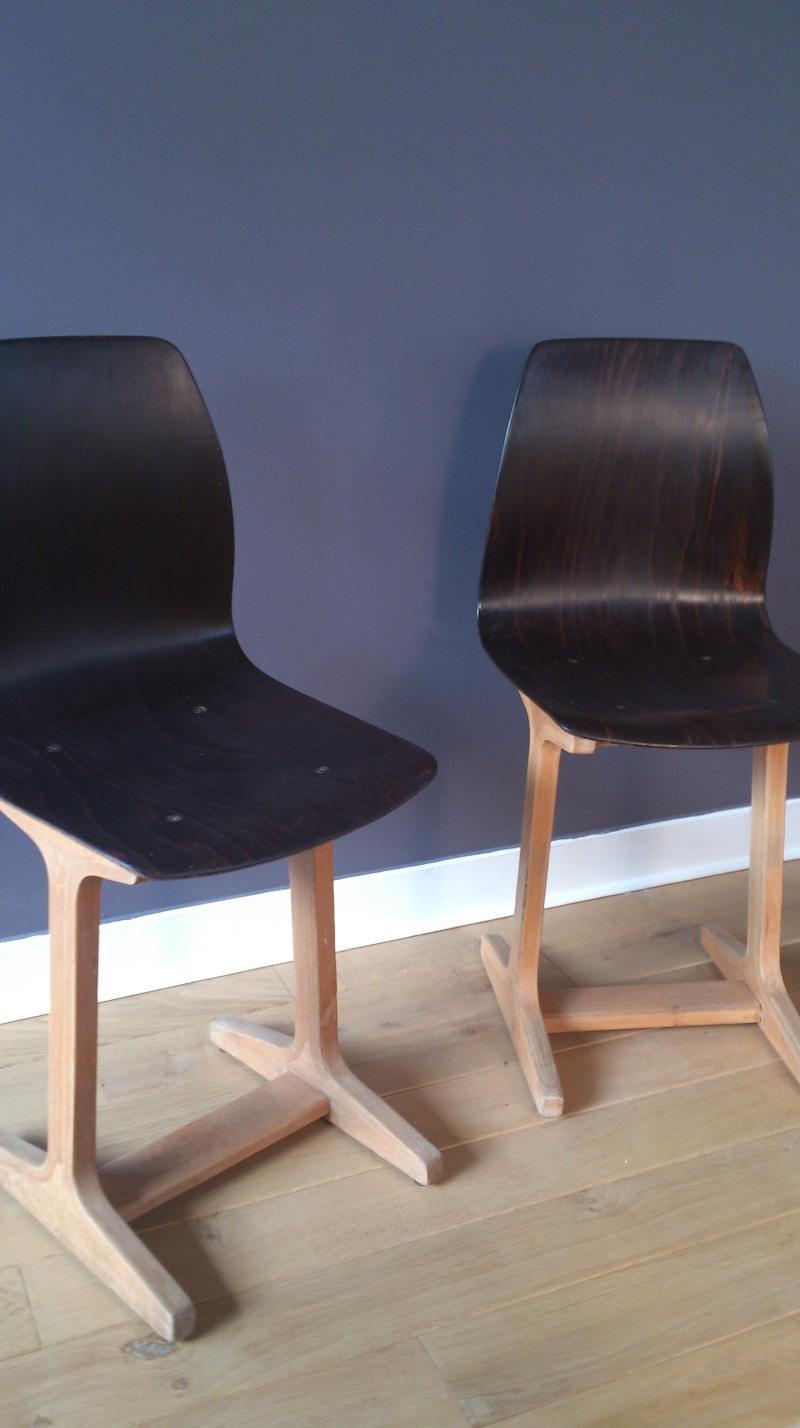 pair of Pagholz plywood bakelite coated Flottoto chairs