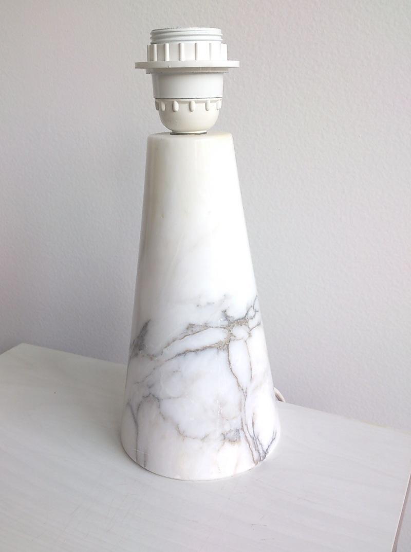 Petite Italian veined white marble desk lamp - Italy, 1970's