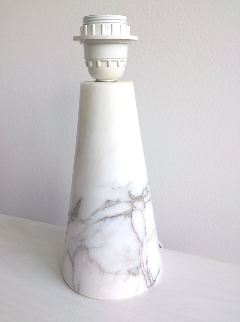 Petite Italian veined white marble desk lamp - Italy, 1970's